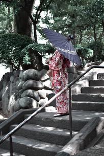 穿着和服的日本美女