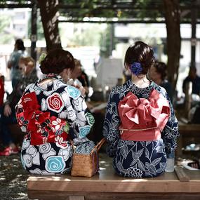 穿着和服的日本女人