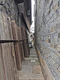 狭窄的甬道