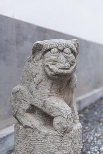 造型怪异的石狮子