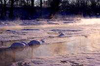 大兴安岭冰河雪包雾气