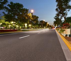 低视角拍的公路