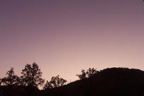 晚霞山林剪影