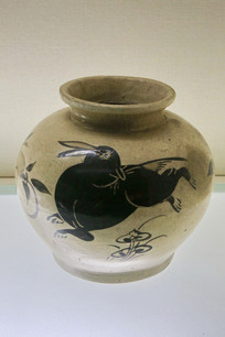 白地黑花兔纹罐清代
