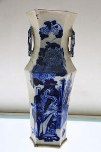 青花博古图六棱瓷瓶