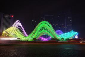 武汉光谷广场夜景-五彩飞龙