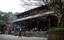 烟火中的都江堰二王庙大殿