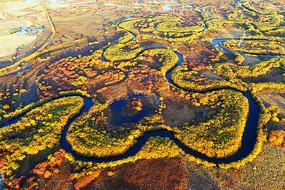 呼伦贝尔秋季弯曲的扎敦河