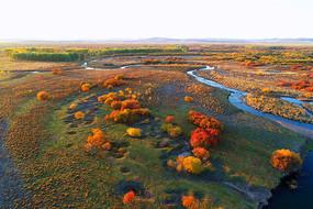 秋季五彩林河湾