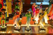 越南穿传统奥黛少女纪念品