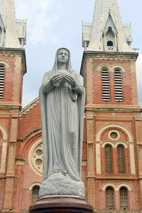 越南西贡圣玛利亚大教堂雕塑