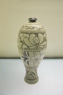 白地黑花牡丹纹梅瓶元代