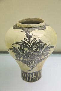 白地卷草纹瓷罐金代