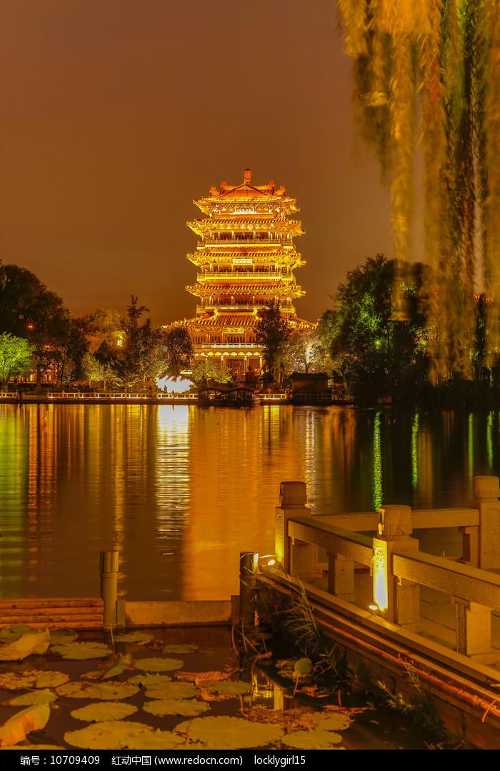 大明湖超然楼夜景图片