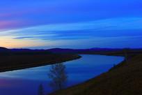 额尔古纳河宁静的暮色景观