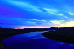 呼伦贝尔草原暮色蓝河