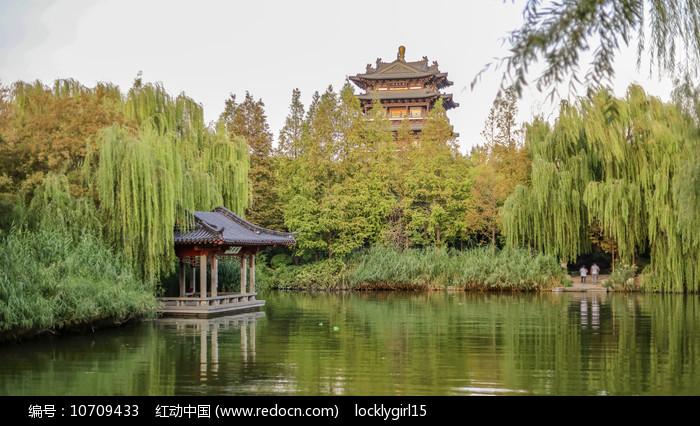 济南大明湖风光图片