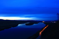 蓝色的额尔古纳河暮色