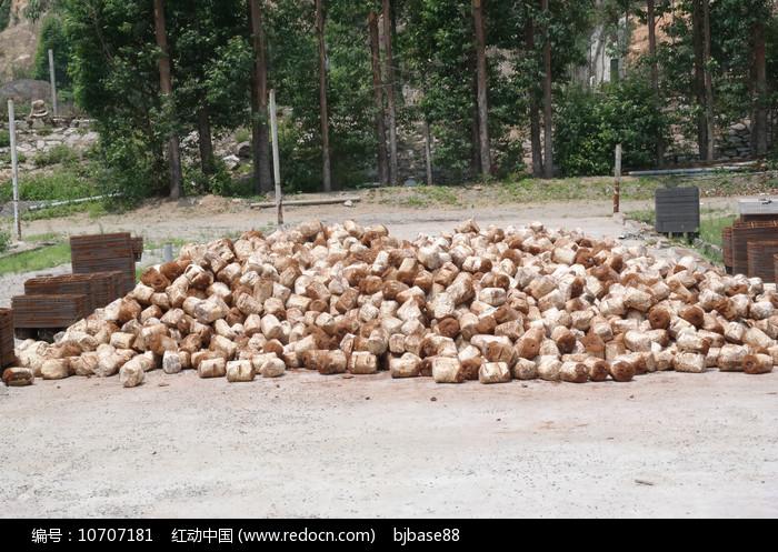 灵芝培植木糠麦麸混合营养包图片