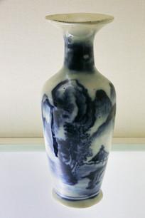 民国青花山水瓷瓶