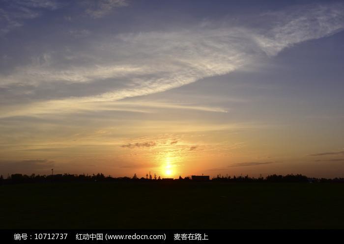 傍晚时分的天空图片