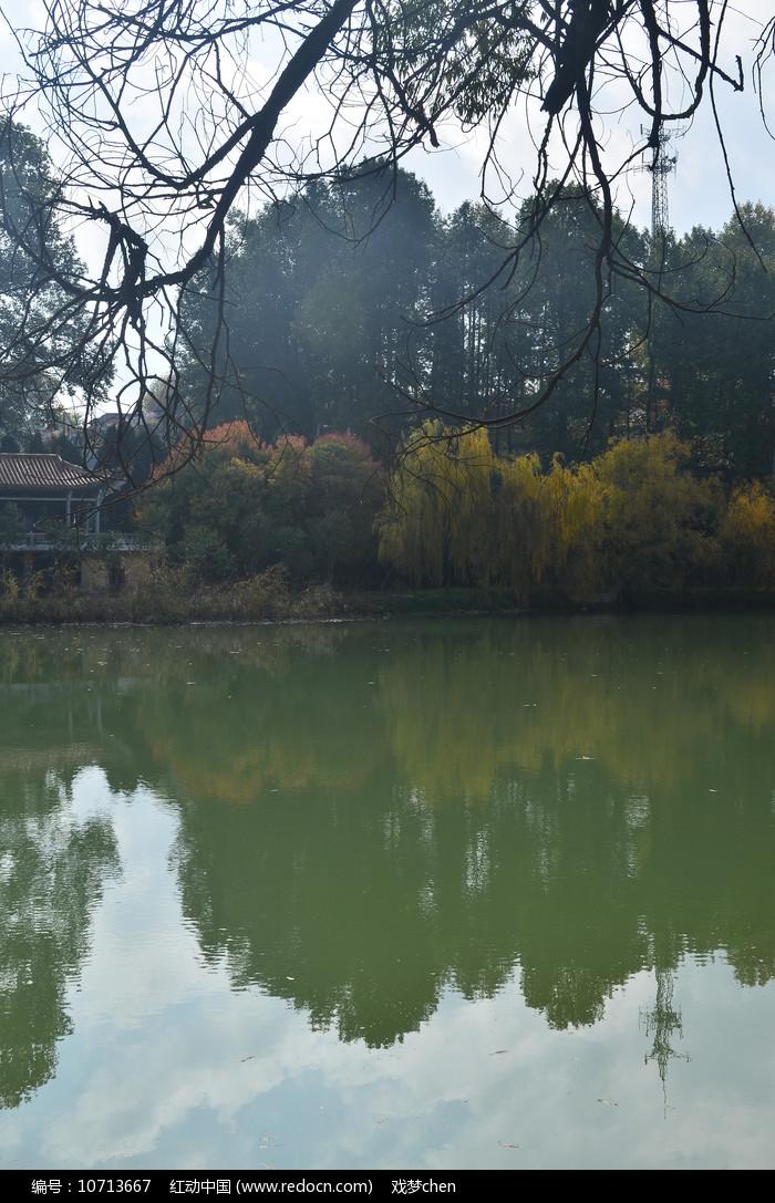 蓝天湖泊风景图片图片