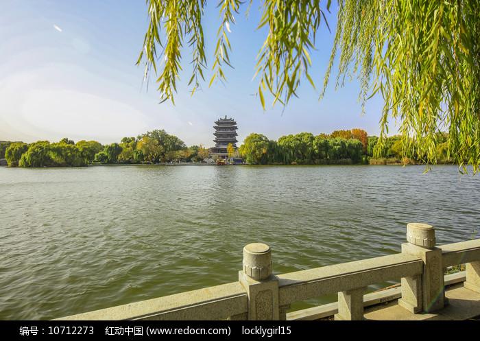 老济南大明湖畔超然楼图片