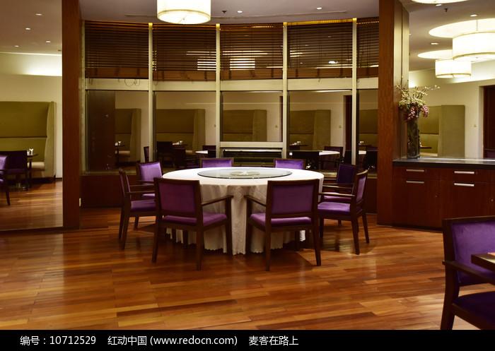 高档酒店餐桌图片