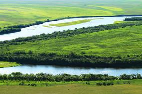 呼伦贝尔草原绿色牧场河流
