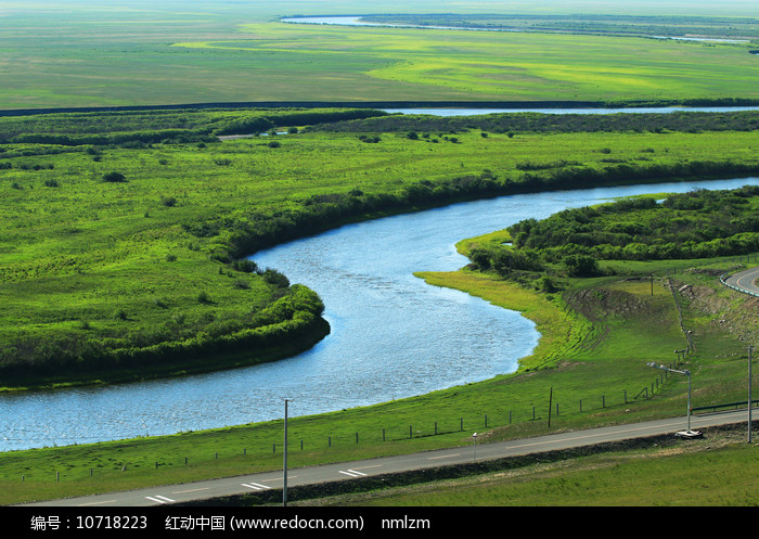 绿色牧场河流风景图片