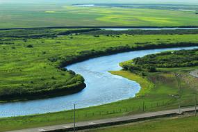 绿色牧场河流风景