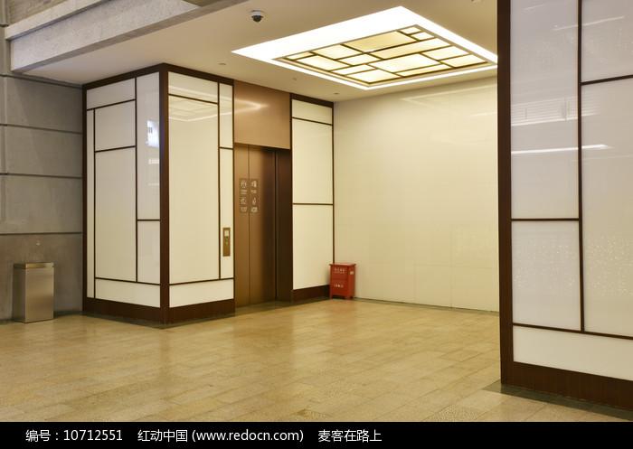 中式风格的电梯等候区图片