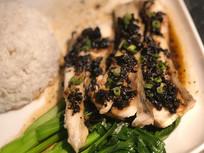 榄角蒸鱼腩饭摄影