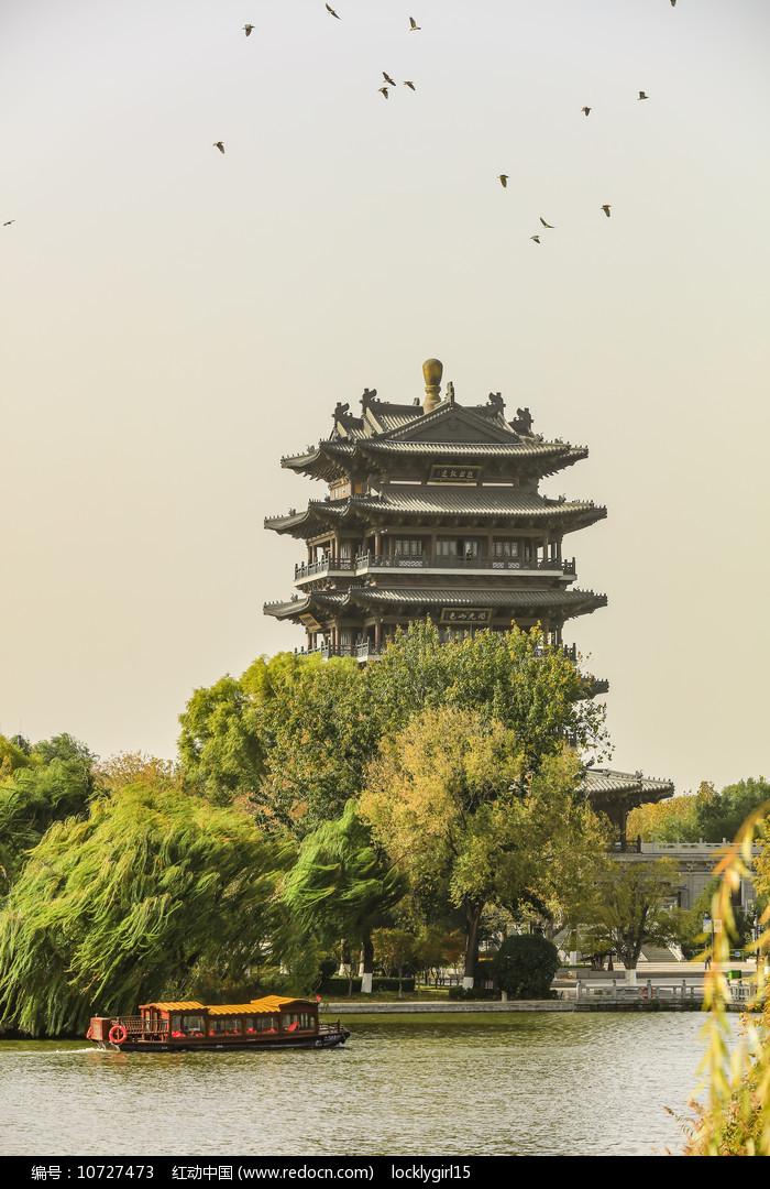 济南大明湖畔超然楼图片