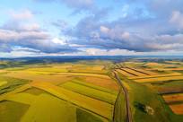 航拍秋季金色的田野