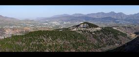 绿色山岭和乡村远景