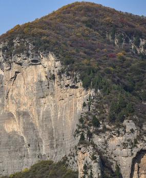 石头山上的悬崖峭壁