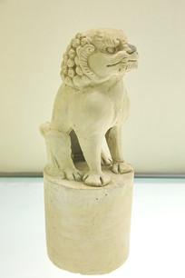 素胎蹲狮子脊饰