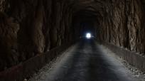 穿山马路的隧道景观