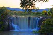 镜泊湖瀑布秋季地理风光
