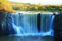 镜泊湖瀑布秋色