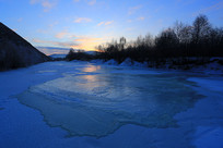 冰雪河流朝阳