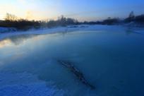 雪域冰河冬天清晨的暖阳
