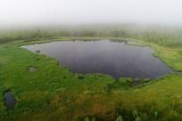 大兴安岭森林湖晨雾