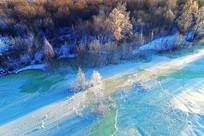 大兴安岭冰封河流树林风景