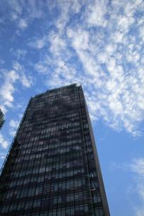 蓝天白云商务楼