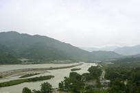 阴雨天的成都都江堰岷江老堤
