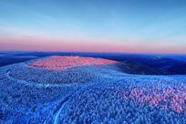 雪域山林朝阳风景