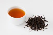 野茶红色的茶汤和茶叶