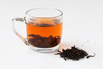 野茶红色透明的茶汤和茶叶